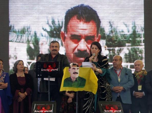 Diyarbakir, 21 marzo 2103, si legge alla folla riunita per il Newroz il messaggio con il quale Abdullah Ocalan comunica la fine della lotta armata in Turchia