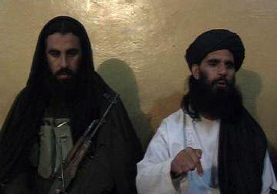 In questo fermo immagine Asmatullah Shaheen annuncia in conferenza stampa la nomina di Maulana Fazlullah a capo di Tehreek-e-Taliban Pakistan (TTP) (Photo credit THIR KHAN/AFP/Getty Images)